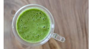 Grüner Smoothie mit natürlichem Eiweiß